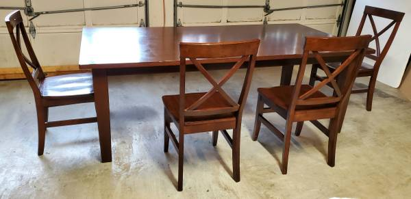 Photo PIER 1 IMPORT SOLID WOOD DINING TABLE AND 4 CHAIRS - $300 (Decatur)
