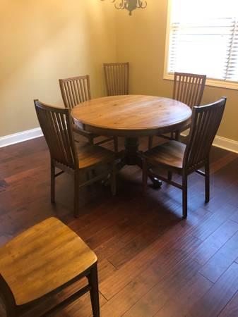 Photo Pier One Wood Dining Room set - $399 (James Creek, Cumming)