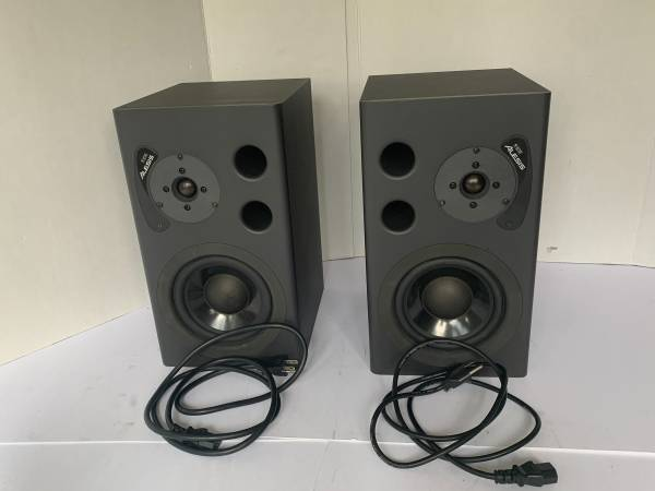 Photo Really Nice Pair Alesis M1 Active Powered Monitor Speakers - $190 (Lawrenceville)