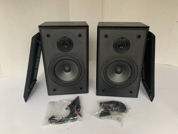 Photo Really Nice Pair Polk Audio Monitor Bookcase  Wall Speakers - $85 (lawrenceville)