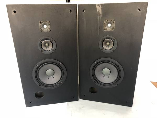 Photo Really Nice Pair of Vintage Sony SS-U350 50W Speakers - $100 (lawrenceville)