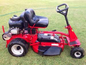 Photo SNAPPER RIDING LAWN MOWER - $800 (WINDER)