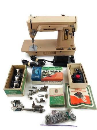 Photo Singer 404 Sewing Machine Slant Needle Straight Stitch Gear Drive Leat - $140 (Woodstock)