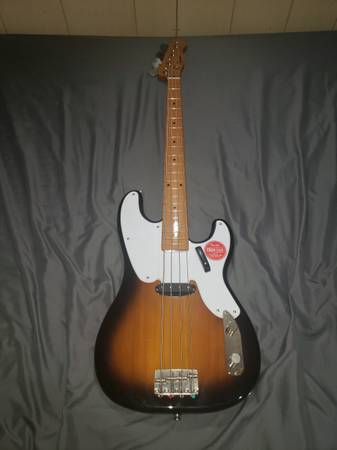 Photo Squire by Fender Classic Vibe 4 String Bass Guitar, Right, 2-Color - $300 (Atlanta)