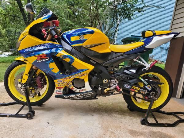 Photo Suzuki gsxr 1000 - $7,300 (Norcross)