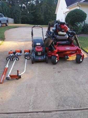 Photo Toro Stihl Red Max Honda Lawn Equipment - $7,000 (Ellenwood)