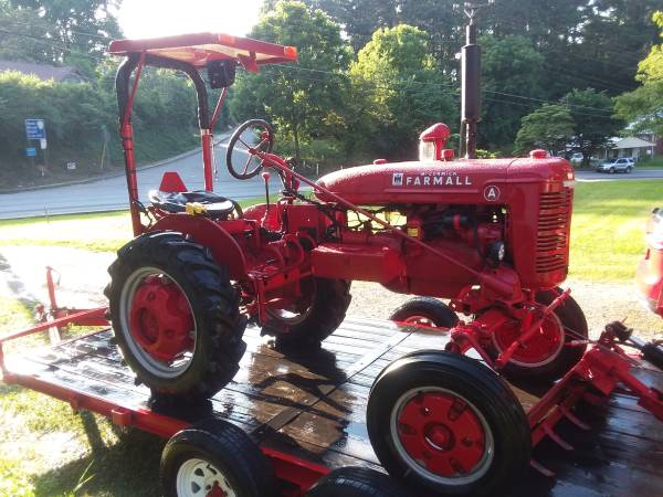 Photo VINTAGE 1950 MODEL A FARMALL TRACTOR MCCORMIC INTERNATIONAL HARVESTER - $3,750 (MCCAYSVILLE-BLUE RIDGE)