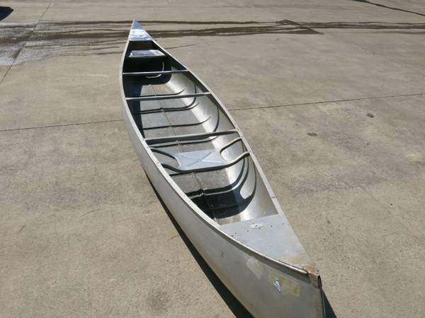 Photo Vintage Grumman 1739 Double Ender Aluminum Canoe - $750 (Duluth)
