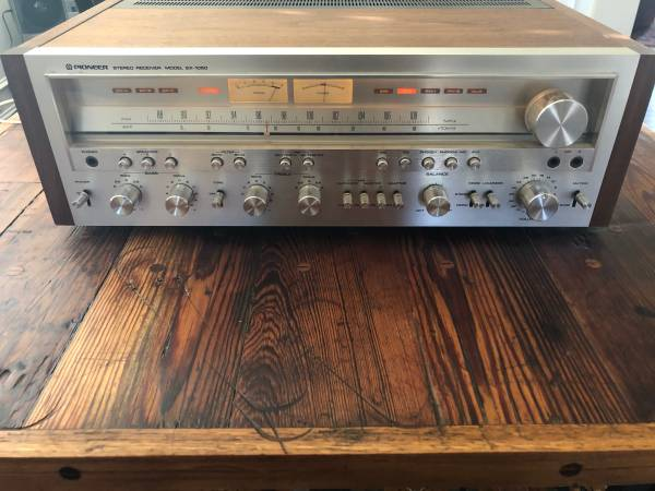Photo Vintage Pioneer sx-1050 receiver - $1200 (cumming)