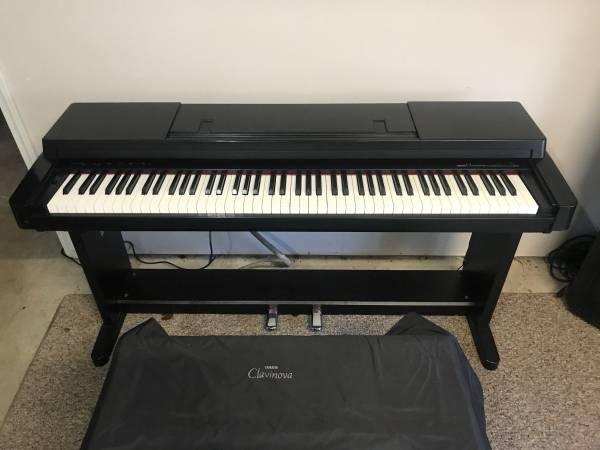 Photo Yamaha Clavinova CLP-360 Weighted Keys - $400 (CONYERS)