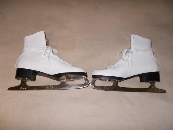 Photo Lake Placid Ladies Women39s Figure Ice Skates  - $25 (AtlantaAirport)