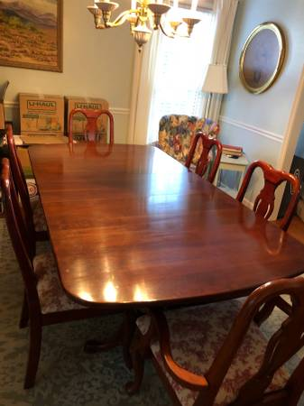 Photo BEAUTIFUL SOLID CHERRY TABLE6CHAIRS - $900 (NORTH AUGUSTA)