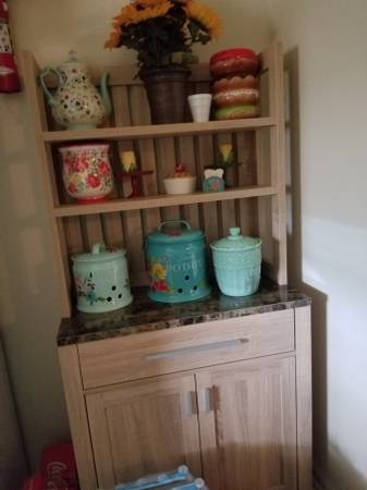 Photo Beautiful kitchen bakers rack - $135 (wrens)
