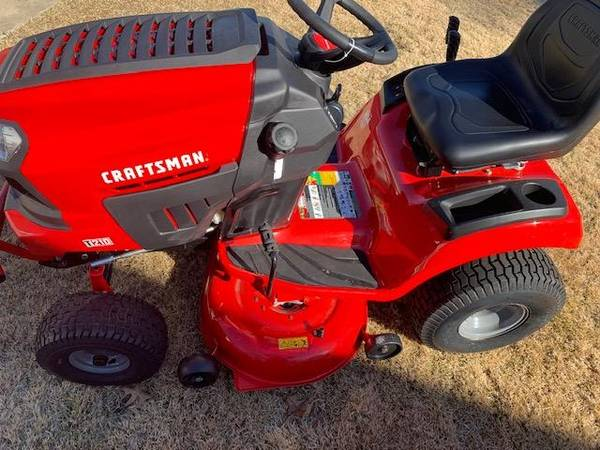 Photo Craftsman Tractor 210 - $1100 (Evans)