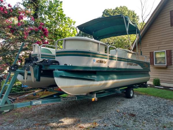 Photo Crestliner Pontoon Boat w Trailer  90hp Johnson - $11,550 (Lake Bowen)