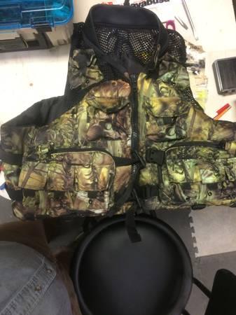 Photo Fishing Life vest - $15 (McCormick)
