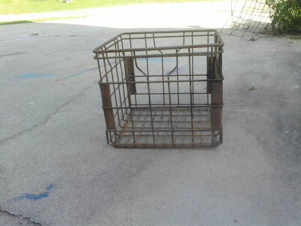 Photo Flav-o-Rich milk crate  more - $15 (Appling)