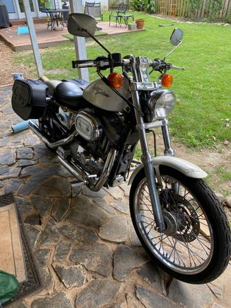 Photo HD Sportster 883 Custom - $3,800