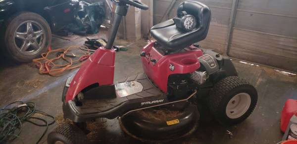 Photo Murray riding lawn mower - $200 (Warensville)