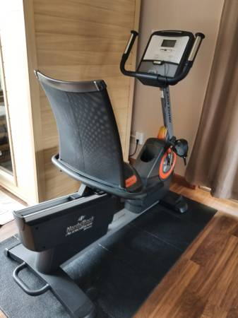Photo NORDIC TRACK RECUMBENT BIKE, AUDIO RIDER R400 - $250 (Avera)