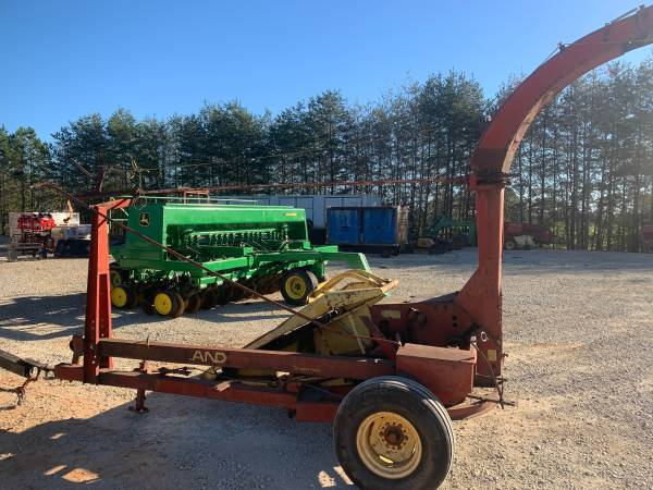 Photo New Holland 717 Silage Chopper - $1,800 (Greer)
