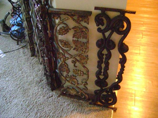 Photo ORNAMENTAL CAST IRON CASTING. RAILING WALL DECOR POST IRON WORK - $1 (AUGUSTA)