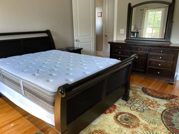 Photo Solid wood, Five Piece queen size sleigh bed set - $800 (Evans)