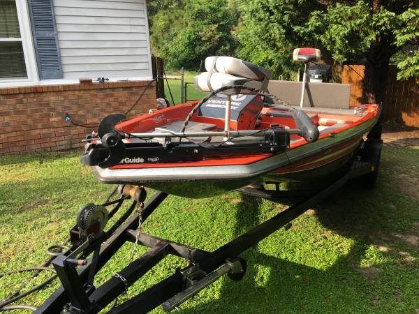 Photo bass boat 18 ft like new 1989 - $4,350 (AUGUSTA)
