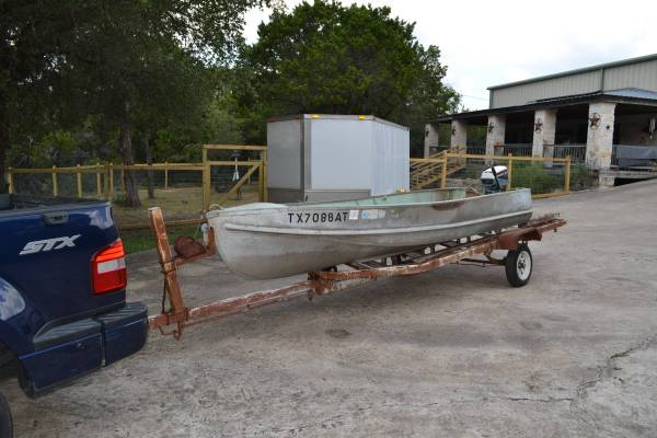 Photo 1439 Lone Star boat, motor and trailer - $1 (sw)