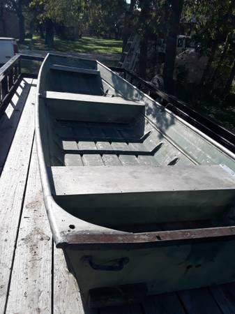 Photo 16 foot jon boat - $475 (Bertram)