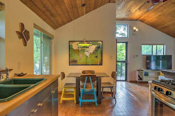 Photo 1 bed 1 bath pier and beam home for lease