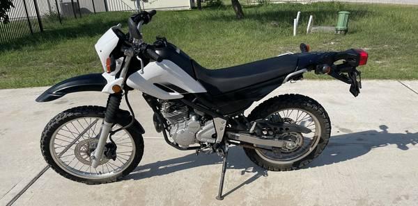 Photo 2013 Yamaha XT250 XT 250 motorcycle 2700 miles DUAL SPORT STREET LEGAL - $3,500 (Kyle)