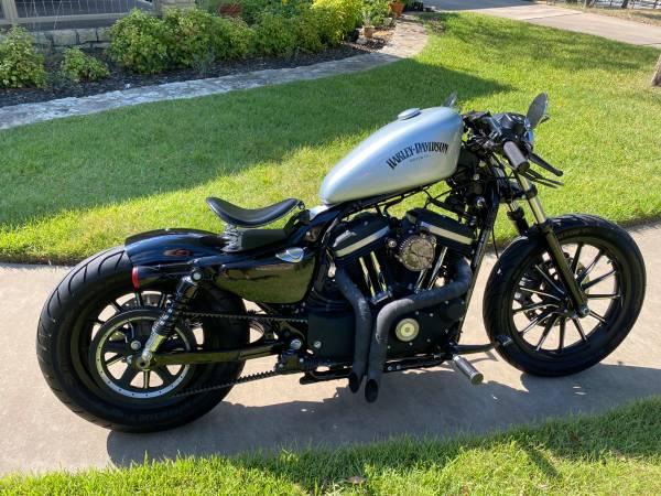 Photo 2015 Harley XL883N Iron - Custom Bobber Cafe Style - $6,499 (Austin)