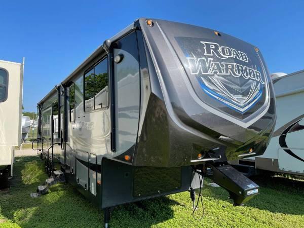 Photo 2015 Heartland Road Warrior 420 Toy Hauler Fifth Wheel Cer - $57,995 (Belton)
