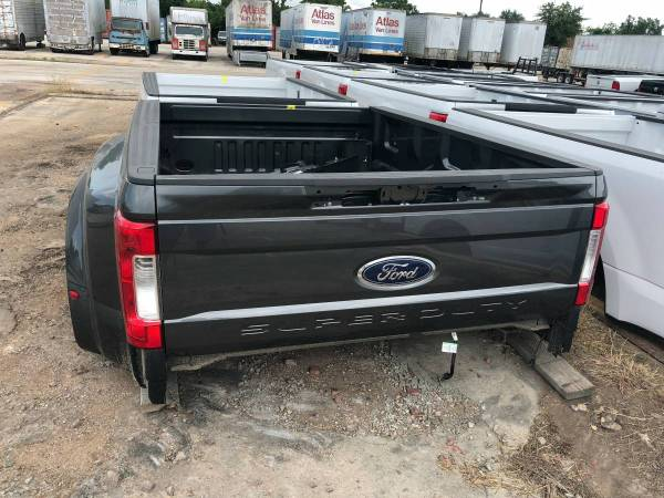 Photo 2017 Ford Dually F350 SRW Super Duty 839 Bed Tailgate Lights Bumper - $1995 (Luling)