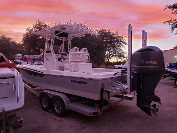 Photo 2017 Ranger 2510 w 300HP Yamaha  Twin Power Poles - $79500 (Austin)