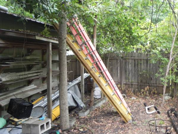 Photo 20 and 24 ft extension ladders - $100 (central austin)