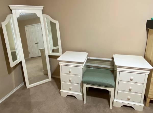 Photo 3 Piece Solid Wood Vanity Set w drawers, mirrors, and chair - $950 - $950 (Leander)