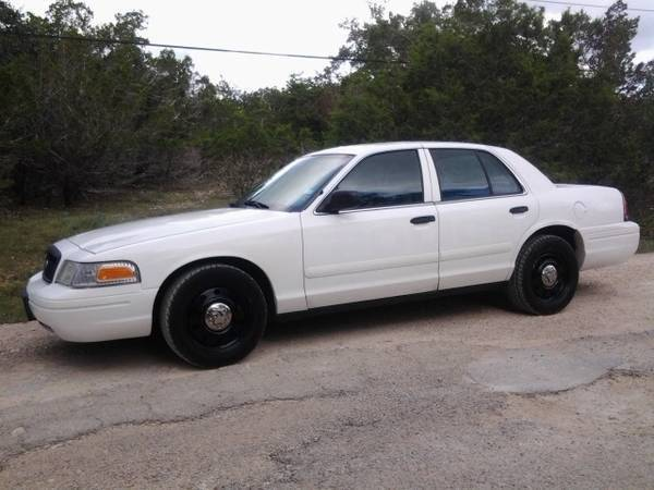 Photo 99k miles 2009 Ford Crown Victoria POLICE Interceptor COLD AC - $3,800 (Southside of Austin)