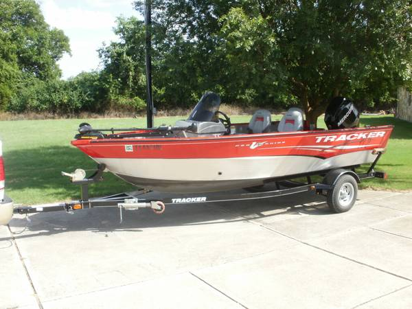 Photo Bass Boat Tracker Pro LV 16 Guide - $10500 (Liberty Hill)