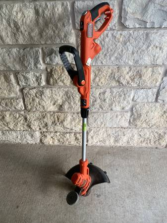 Photo Black and Decker Corded Electric Trimmer Weed Eater - $45 (Northwest)