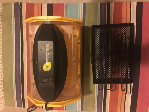 Photo Brinsea Octagon 20 Eco Incubator - $150 (North Loop)