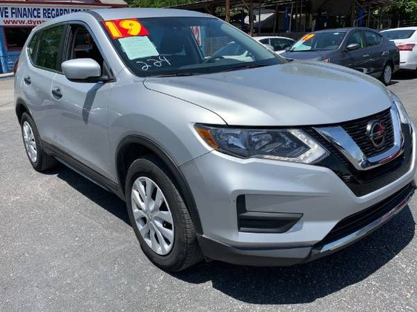 Photo Buy here pay here lot 2019 Nissan Rogue SV 34 K (1500 East Cesar Chavez Austin, Tx 512 402 4418)