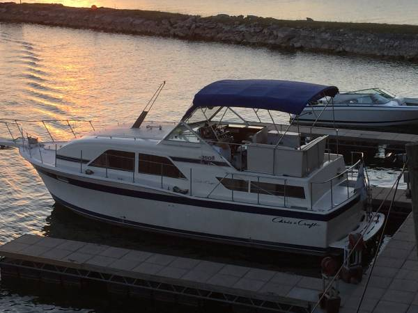Photo Chris-Craft Cruiser Yacht - $25900 (austin)