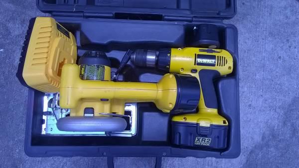 Photo DeWalt XR2 18 Volt Drill, Saw, Case 2 Dead Batteries - $50 (Manor, Tx- 290E Briarcreek Sub)