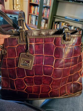 Photo Dooney and Bourke Crocodile Style Purse (Kyle, Tx)