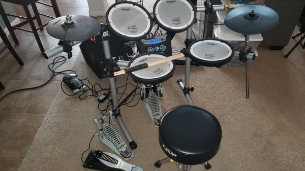 Photo FSOT - Roland TD6 Vdrums with upgraded pads, speaker, and double bass - $725 (1431  Parmer)
