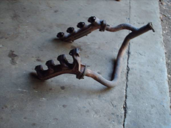 Photo Ford PU 302 Exhaust Manifolds  Y Pipe - $40 (Bastrop-Elgin)