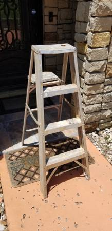 Photo Four-foot Aluminum Step Ladder - $15 (austin)