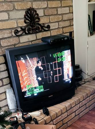 Photo Free, working 32quot old school tv (LAMPLIGHT Village)